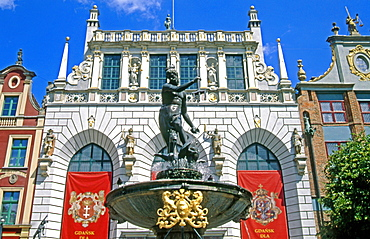 Artus Court and Neptune Fountain, Long Market, Gdansk, Mazury, Poland, Europe