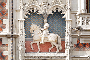 Equestrian statue of Louis XII. on the facade of the castle in Blois, Departement Loir-et-Cher, Region Central, France, Europe