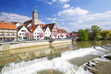 Nuertingen am Neckar, Neckar river, with Stadtkirche Saint Laurentius, town church of St Lawrence, Baden-Wuerttemberg, Germany, Europe