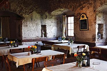 Tavern, Aggstein castle ruins, Dunkelsteinerwald, Wachau, Mostviertel quarter, Lower Austria, Austria, Europe