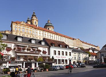 Main square and Stift Melk Abbey, Melk, Wachau, Mostviertel district, Lower Austria, Austria, Europe