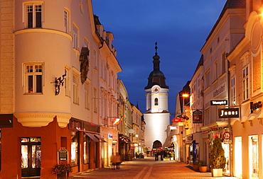 Obere Landstrasse street with Steiner Tore gate tower, old town, Krems, Wachau, Waldviertel region, Lower Austria, Austria, Europe