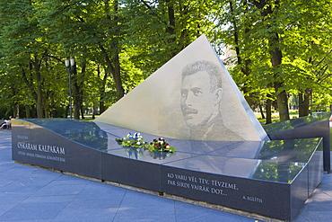 Monument to the first Latvian Army Commander, Oskars Kalpaks, Esplanade, Riga, Latvia, Northern Europe