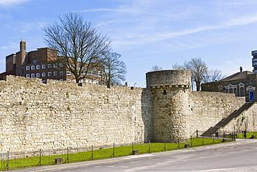 Western esplanade, Prince Edward or Catchcold Tower, medieval city walls, Southampton, Hampshire, England, United Kingdom, Europe