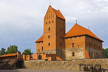 Traku salos pilis, Trakai Island Castle, on the island of Lake Galve, Trakai, Aukstaitija, Highlands, Lithuania, Northern Europe