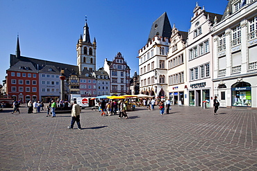 Hauptmarkt square with the Steipe, a former town hall, Ratskeller and the Market Church of St. Gangolf, Trier, Rhineland-Palatinate, Germany, Europe