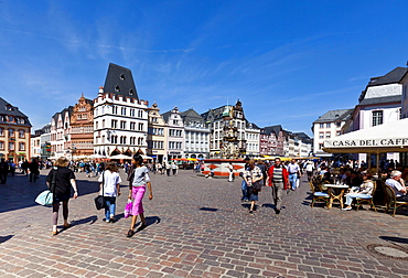 Hauptmarkt square with the Steipe building and the Rotes Haus building, Ratskeller Restaurant, Trier, Rhineland-Palatinate, Germany, Europe