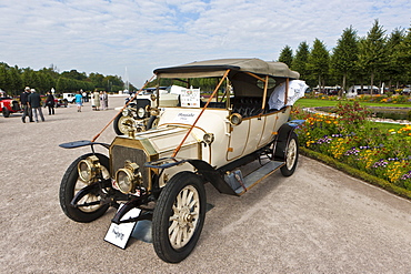 Rochet Schneider model 25 CV, built in 1910, France, Classic-Gala, Concours d'Elegance in the Baroque castle gardens, Schwetzingen, Baden-Wuerttemberg, Germany, Europe