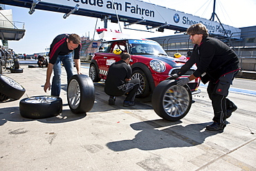 Tyre change, race of the Mini Coopers, Mini Challenge at the Oldtimer Grand Prix 2010, a classic car race, Nuerburgring race track, Rhineland-Palatinate, Germany, Europe