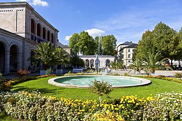 Kurgarten, spa garden of the Kurhaus spa hotel with the Regentenbau building and arcade halls, Bad Kissingen, Lower Franconia, Bavaria, Germany, Europe
