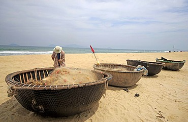 Beach and traditional fishing boats at Hoi An, Central Vietnam, Vietnam, Asia
