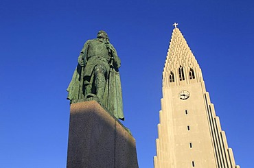 Statue of Leif Eriksson, Hallgrimskirkja, church of Hallgrimur, Reykjavik, Iceland, Europe
