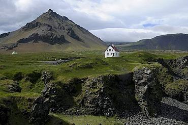 Coastal landscape near Arnastapi, SnÊfellsnes Peninsula, Iceland, Europe