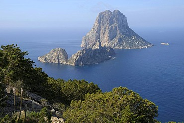 Mirador del Savinar with the islands of Es Vedranell and Es Vedra, Ibiza, Pityuses, Balearic Islands, Spain, Europe