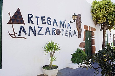 Arts & crafts store in a Canarian house, Teguise, Lanzarote, Canary Islands, Spain, Europe
