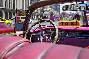 Classic car parked in front of the Capitol, Havana, historic district, Cuba, Caribbean, Central America