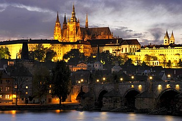 Vltava river, Charles Bridge, St. Vitus Cathedral, Prague Castle, Hradcany, Prague, Bohemia, Czech Republic, Europe