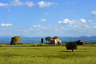 Santa Sabina, Santa Sarbana, early romanesque church and Nuraghe, nuraghic culture, 2nd millennium B. C., Nuoro Province, Western Sardinia, Italy, Europe