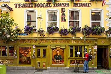 Famous pub The Oliver St. John Gogarty at Temple Ba, Dublin, Republic of Ireland, Europe