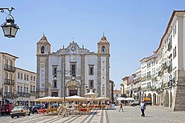 Praca do Giraldo square with the Collegiate Church of Santo Antao, evora, Alentejo, Portugal, Europe