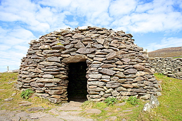 Bee-hive shaped Celtic stone hut, Dingle Peninsula, Ireland, Europe
