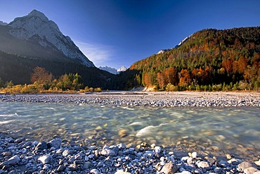 Autumn weather in the Karwendel Mountains in the morning, Ahornboden with maple trees, Austria, Europe