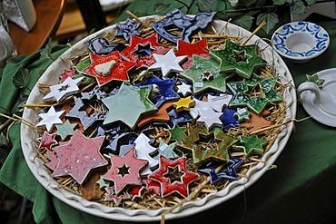Pottery, stars on a plate, Christmas market, Bad Feilnbach, Bavaria, Germany, Europe