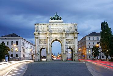 Illuminated Siegestor or Victory Gate at night, Siegestor, Schwabing, Munich, Bavaria, Germany, Europe