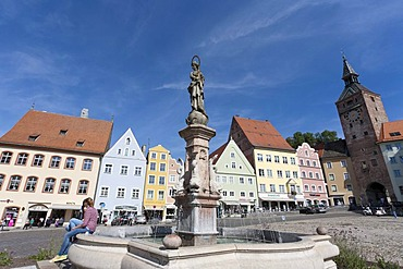 Marienbrunnen fountain in the main square with Schmalzturm tower, Landsberg am Lech, Bavaria, Germany, Europe
