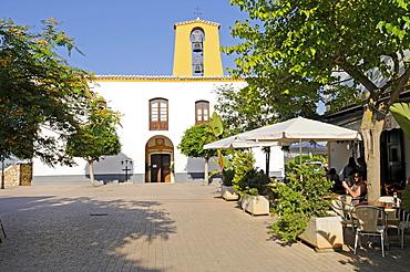 Pedestrian zone, sidewalk cafe, church, Santa Gertrudis de Fruitera, Ibiza, Pityuses, Balearic Islands, Spain, Europe