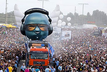 Loveparade 2010, huge crowds celebrate before many revellers are crushed to death in tragic tunnel accident, Duisburg, Ruhr Area, North Rhine-Westfalia, Germany, Europe