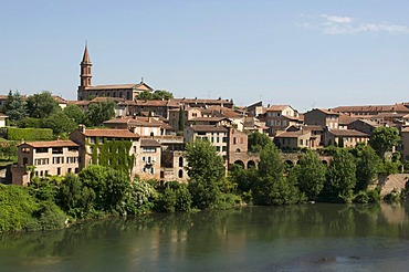 River Tarn, Albi, Tarn, France, Europe
