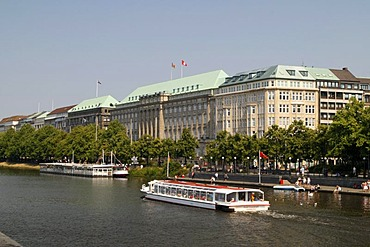 Views over the Inner Alster lake on the Hapag-Lloyd-Haus headquarters, Hamburg, Germany, Europe