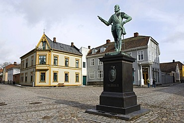Statue of Frederik the 2nd on the square of the old barracks town of Fredrikstad, Norway, Europe