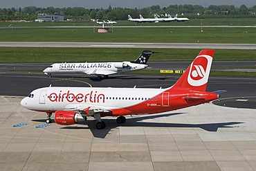 Airport, runway, aircraft, Lufthansa Regional airline, City Line, D-ALPS, Star-Alliance, airfield, Airberlin airline, D-ABGK, Duesseldorf, Rhineland, North Rhine-Westphalia, Germany, Europe
