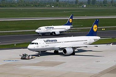Airport, airfield, aircraft, Lufthansa airline, Airbus A320-200, D-AIPT, Boeing 737-500, D-ABIZ, Duesseldorf, Rhineland, North Rhine-Westphalia, Germany, Europe