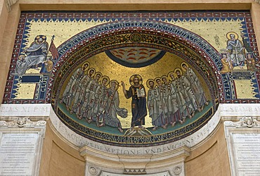 "The apse and mosaic of the Triclinio Leoniano showing ""Christ and the Apostles"" on the apse, ""Christ transmits the powers to pope Sylvester and to Constantine"" on the left of the arch, and ""Saint Peter crowns Leo III at the presence of Charles the Great"""