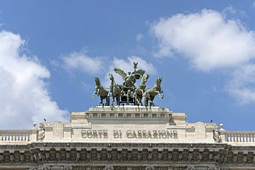 Bronze quadriga by Ettore Ximenez, 1907, on top of the Palazzo di Giustizia, seat of the Suprema Corte di Cassazione, Rome, Latium, Italy, Europe