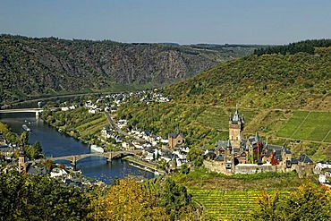 Cochem on the Moselle River with Reichsburg Castle, Rhineland-Palatinate, Germany, Europe