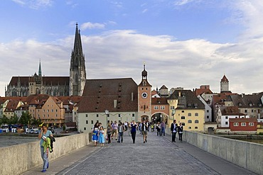View from Steinerne Bruecke bridge, looking towards the historic district with Regensburg Cathedral, Salzstadel building and Brueckturm tower, Regensburg UNESCO World Heritage site, Upper Palatinate, Bavaria, Germany, Europe