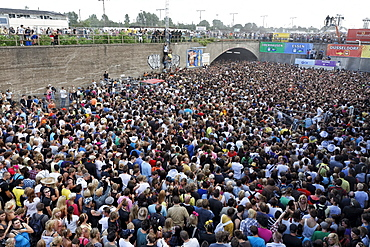 Young people pushing towards the exit causing a jam, mass panic leaving 21 dead, Loveparade 2010, Duisburg, North Rhine-Westfalia, Germany, Europe
