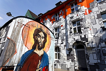 Jesus graffiti on on-site trailer and houses of former squatters, artistically painted facades in street art style, Kiefernstrasse, Duesseldorf-Flingern, North Rhine-Westphalia, Germany, Europe
