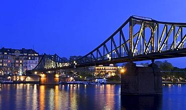 Eisener Steg Bridge over the Main River at night, viewed towards Sachsenhausen, Frankfurt am Main, Hesse, Germany, Europe