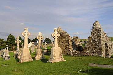 High crosses at the monastery ruins of Clonmacnoise on the Shannon, Midlands, Republic of Ireland, Europe