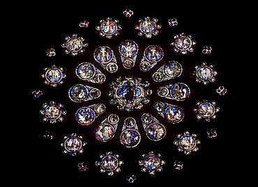 Rose window above king porch, Cathedral of Notre-Dame-de-Chartres, Chartres, Eure-et-Loir, Centre, France, Europe