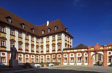 Old Castle and monument to Maximilian II, Bayreuth, Upper Franconia, Franconia, Bavaria, Germany, Europe