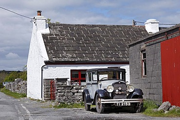 Oldtimer in Kilfenora, County Clare, Ireland, Europe