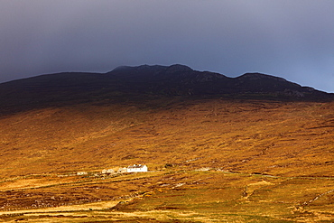 Lonely house, Achill Island, County Mayo, Connacht province, Republic of Ireland, Europe
