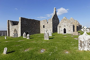 Cathedral and Temple Dowling, Clonmacnoise Monastery, County Offaly, Leinster, Republic of Ireland, Europe
