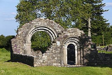 Nuns church, Clonmacnoise Monastery, County Offaly, Leinster, Republic of Ireland, Europe